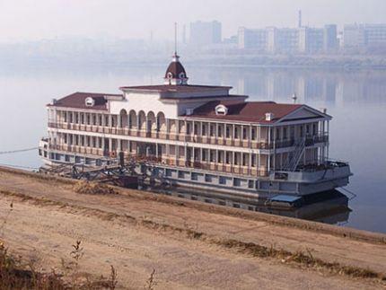 Дебаркадер-гостиница